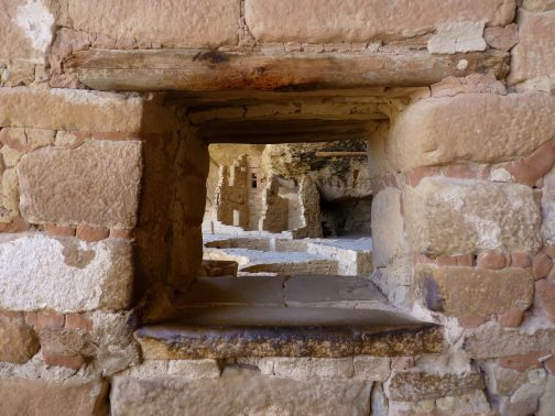 13 A window into the civilization of Puebloans at Balcony House